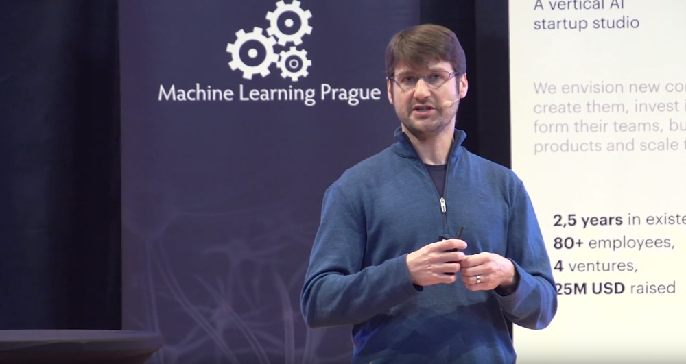Topological Approaches for Unsupervised Learning
